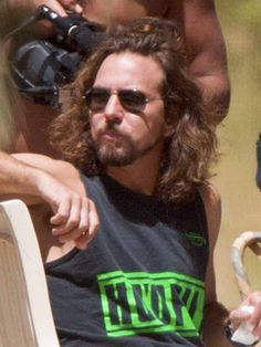 Pics Where Eddie Looks Hot - Part 2 - Page 194 - Pearl Jam Community