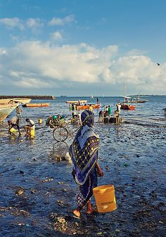 Stitching and sorting the fishing nets. Women going to collect fish or gut them Places Around The World, Travel Around The World, Around The Worlds, Out Of Africa, East Africa, Kenya, Zanzibar Africa, African Great Lakes, Sierra Leone