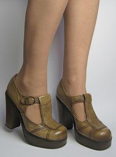 Vintage 1970s Tan Brown Leather Boho Platform High Heel Shoes from Virtual Vintage Clothing
