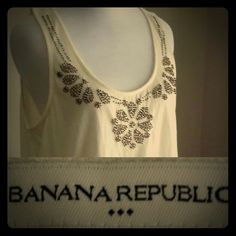 Banana Republic Bohemian Top :D My obsession with bohemian chic is unreal these days guys. I think some chunky bracelets, a pair of skinny jeans, and a tassel purse would make this outfit iNcReDiBLE and COmPLEtE!!  Shirt is a Medium. EUC. 60% COTTON 40% POLYESTER Hope you have a Posh Day Lovelies :) <3 Banana Republic Tops Tank Tops