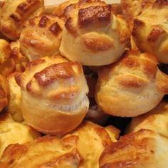 11 olyan omlós krumplis pogácsa, hogy nem bírod abbahagyni   Nosalty No Bake Desserts, Dessert Recipes, Savory Pastry, Hungarian Recipes, Hungarian Food, Pretzel Bites, Bread Baking, Baked Potato, Sausage