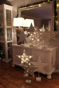 Top 20 Christmas Star Ideas – Festival Around the World Christmas Star Decorations, Noel Christmas, Christmas Projects, All Things Christmas, White Christmas, Holiday Decor, Diy Christmas Lights, Christmas Ideas, Star Centerpieces