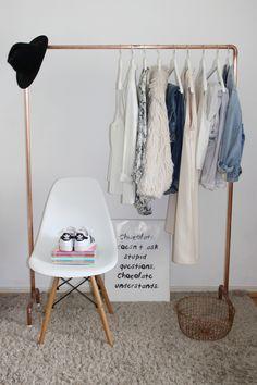 frei h ngende kleiderstange als sch ne und einfache diy idee wohnen in wohnen in 2018. Black Bedroom Furniture Sets. Home Design Ideas