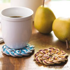 Create your own fast-drying and trendy coasters with paracord!
