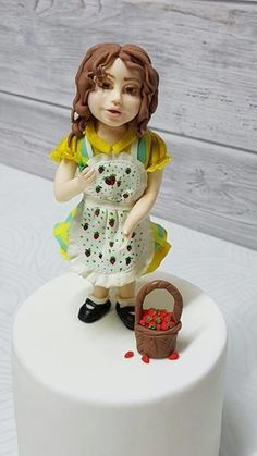 Little Sophie loves strawberries. by My Cakes- My Hobby Fondant Rose, Cookie Tutorials, Cakes For Women, Fondant Figures, Novelty Cakes, Cake Tutorial, Strawberries, Cake Decorating, Disney Princess