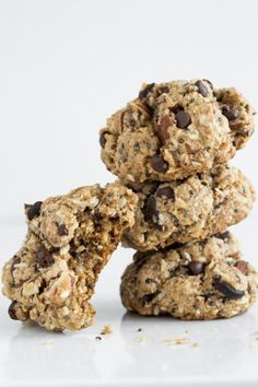 Irresistible Chewy Trail Mix Cookies (Vegan and Gluten-free) with rolled oats almond flour almonds coconut cacao nibs dark chocolate chips sunflower seeds sesame chia cinnamon.chewy on the inside crispy on the outside! Cookie Recipes, Vegan Recipes, Dessert Recipes, Vegan Meals, Free Recipes, Dinner Recipes, Gluten Free Baking, Vegan Gluten Free, Dairy Free
