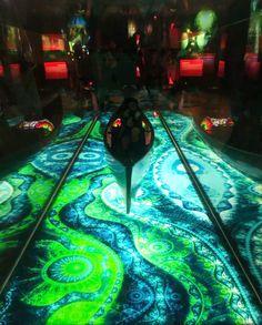 A kiállításon a gyerekek csodálattal nézték a több mint egy méter hosszú, 40 cm széles üvegbe zárt csónakot, amely fényárban úszott. A modell felnőtt szemmel nézve is lebilincselő látvány volt.