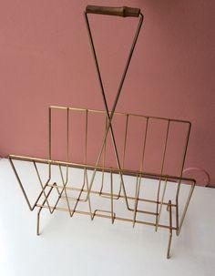 kultainen lehtiteline . korkeus 56, leveys 36, syvyys 22 cm