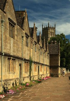 """Chipping Campden, Gloucestershire. Almshouses.    The Almshouses on Church Street, built in 1612 """"to house six poor men and six poor women""""."""