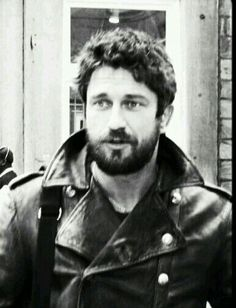 Gerard Butler ~ I love this ♡