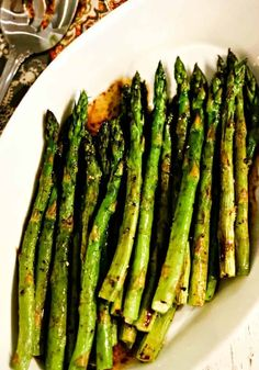 Perfectly roasted asparagus drizzled with a nutty browned butter sauce is an elegant side dish for steak or seafood and requires only 12 minutes baking time! Best Sides For Steak, Steak Sides, Steak Side Dishes, Oven Dishes, Hot Butter, Brown Butter, Butter Sauce, Vegetable Cake, Vegetable Recipes