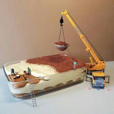 Italian pastry chef Matteo Stucchi plays with desserts to create whismical miniature scenes. The chef uses his imagination and turns a simple tiramisu and Tiramisu, Miniature Calendar, Miniature Photography, Le Chef, Mini Things, Pastry Chef, Little People, Amazing Cakes, Food Art