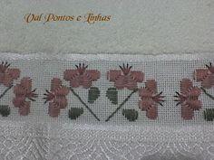 Depois de alguns zilhões de anos eu terminei minha toalhinha.    , Hardanger Embroidery, Diy Embroidery, Cross Stitch Embroidery, Cross Stitch Patterns, Handmade Crafts, Diy And Crafts, Monks Cloth, Gingham Fabric, Fabric Beads