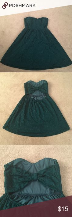 Strapless sweetheart dress Some pilling worn only twice. Adorable cutout back. Windsor Dresses Strapless