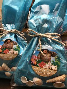 Maui from Moana movie, party favor bags Moana Theme Birthday, Moana Themed Party, Hawaiian Birthday, Luau Birthday, 6th Birthday Parties, Moana Party Bags, Birthday Themes For Boys, Birthday Ideas, Party Favor Bags