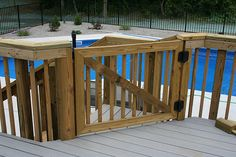 Gate for pool deck # build wood deck Deck Gate, Deck Railings, Above Ground Pool Decks, In Ground Pools, Gate Design, Deck Design, Outdoor Furniture Bench, Cedar Deck, Decks And Porches