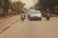 Jalanan ya gini mobil motor berebutan