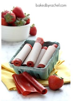 Easy Homemade Strawberry Fruit Leather Recipe - no dehydrator required Real Food Recipes, Snack Recipes, Cooking Recipes, Dessert Recipes, Yummy Food, Desserts, Fun Snacks For Kids, Kids Meals, Snacks Ideas