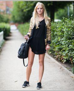 Tênis #Nike esportivo com vestido e blusinha para passeio.