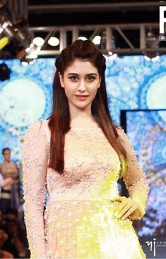 Indian Tv Actress, Actress Pics, Indian Actresses, Indian Celebrities, Bollywood Celebrities, Beautiful Celebrities, Beautiful Bollywood Actress, Beautiful Indian Actress, Indian Bridal Sarees