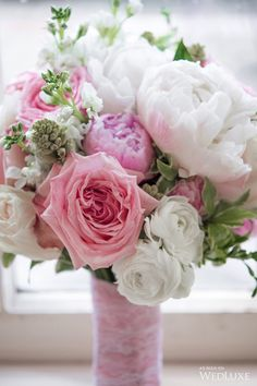 Soft #pink and #white floral bouquet from this Toronto wedding | Photography by: Amsis Photography | WedLuxe Magazine | #wedding #weddinginspiration #luxury #bouquet #flowers