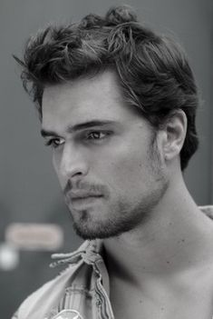 Diogo Morgado - So gorgeous! Plays 'Jesus' from TV mini-series 'The Bible'.