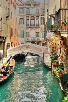 I really neeed to be here. Venice, Italy looks like an experience. Dream Vacation Spots, Vacation Destinations, Dream Vacations, Bologna, Places To Travel, Places To See, Wonderful Places, Beautiful Places, Venice Italy
