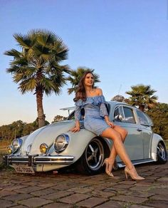 Aircooled Volkswagen Käfer Lowride and perfect look Vw Bus, Vw Volkswagen, Sexy Cars, Hot Cars, Van Vw, Sexy Autos, Kdf Wagen, Bus Girl, Pin Up
