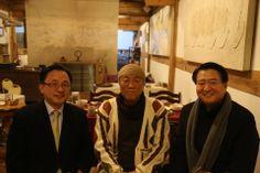 전통한옥의 취옹예술관과 약선요리  Traditional Korean style  Chiong art gallerie & medical food   예술원장님...MBC윤영무기자님과,,,,, 가평의 축령산에 위치한 전통한옥의 취옹.... 한국전통의 한옥건물과 돌, 흙, 나무가 어우러진 곳....  취옹예술관 http://www.chi-ong.co.kr/ http://blog.daum.net/chi-ong  우리들한의원 홈피 Wooreedul Korean Medicine Clinic English HP http://www.iwooridul.com/english 日本語HP http://www.iwooridul.com/japan 中國語 HP http://www.iwooridul.com/chinese 무료앱 free app http://www.iwooridul.com/app-update