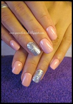 nails shelac silver nude pink
