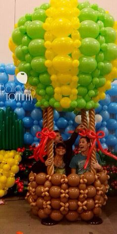 Balloons by Tommy brings The Wizard of Oz to life through balloons! #balloonsbytommy #wizardofoz