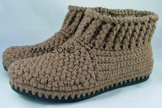 Crochet Gretel Bootie crochet shoes for indoor & por ManieOne Kids Slippers, Knitted Slippers, Crochet Sandals, Crochet Baby Booties, Crochet Baby Shoes, Crochet Clothes, Crochet Ripple, Knit Crochet, Decorated Shoes