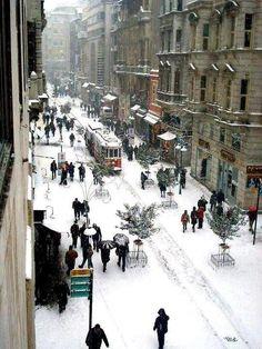 İstiklal Caddesi karlar altında 2002