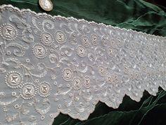 Vintage Spitze - +❤1m/17cm edleVintageStickereispitze,PlauenTRAUM+  - ein Designerstück von mypatchworld bei DaWanda Lace Trim, Designer, 1920, Embroidery, Etsy, Vintage Lace, Needlepoint, Lace Overlay, Crewel Embroidery