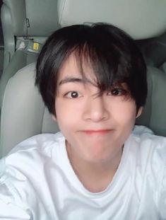 bts ejército taetae V kimtaehyung Jimin, Vlive Bts, Taehyung Cute, Kim Taehyung, Kpop, V Bts Cute, V Cute, V Bts Wallpaper, Bts Video