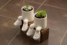 Ideal for Bonzai or succulent plants. Diy Concrete Planters, Ceramic Planters, Planter Pots, Cement Crafts, Clay Crafts, House Plants Decor, Plant Decor, Moodboard Interior, Cat Plants