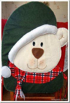 Capa de cadeira Christmas Crafts, Christmas Decorations, Christmas Ornaments, Holiday Decor, Christmas Chair Covers, Christmas Applique, Charlie Bears, Boyds Bears, Teddy Bears
