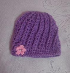 Gorro de lã trabalhado em crochê na cor lilás, é macio e confortável! <br>Trabalho artesanal. Produto de ótima qualidade! <br>Tamanho: 3 anos