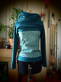 Sweat avec capuche géante et empiècement coton à motifs
