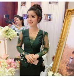 Myanmar Traditional Dress, Thai Traditional Dress, Traditional Fashion, Traditional Outfits, Morden Dress, Girls Graduation Dresses, Traditional Dresses Designs, Myanmar Dress Design, Kebaya Dress