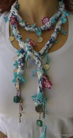 This Pin was discovered by TC Lace Jewelry, Scarf Jewelry, Textile Jewelry, Fabric Jewelry, Jewellery, Fabric Bracelets, Fabric Necklace, Diy Necklace, Crochet Necklace