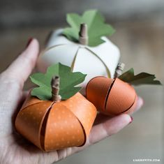 DIY Paper Pumpkin: Make your own cute paper pumpkins for Halloween - suitable for children. Design and pattern by handcrafted lifestyle expert Lia Griffith. Theme Halloween, Halloween Paper Crafts, Adornos Halloween, Manualidades Halloween, Easy Halloween Crafts, Halloween Pumpkins, Fall Paper Crafts, Halloween Garland, Easter Crafts