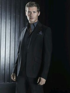 Joseph Morgan he's sooo hot!!!