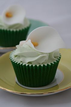 Cala Lily cupcake  (Use turquoise or coral cupcake paper?)