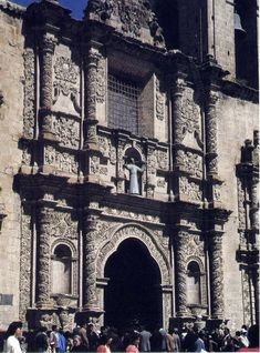 Iglesia de San Francisco- Bolivia Comenzada a mediados del siglo XVIII en reemplazo de una antigua iglesia del siglo XVI.