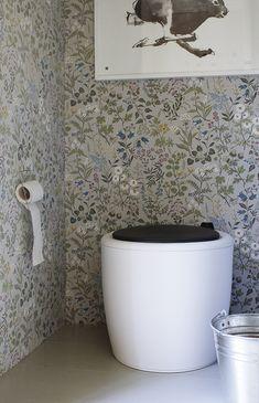 huussi7 Sunken Tub, Outdoor Toilet, Barrel Ceiling, Pot Rack Hanging, Living Etc, Mobile Living, Stucco Walls, Composting Toilet, Cabin Interiors