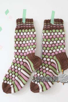 Вязаные спицами забавные женские носки