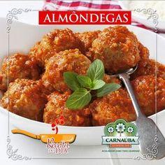 Hora de babar! Hoje a gente ensina como preparar almôndegas. Inspire-se para fazer um almoço ou jantar delicioso :)  Ingredientes: -500 g de carne moída -2 colheres (sopa) de azeite de oliva (30 ml) -1 xícara de cebola bem picada (60 g) -1 ovo -150 g de farinha de rosca - sal a gosto - pimenta-do-reino a gosto - 395 g de molho de tomate  Modo de Preparo:  1. Misture a carne com o ovo a cebola o sal um pouco de azeite de oliva (ou óleo) e a pimenta. 2. Agregue a farinha até dar o ponto de…