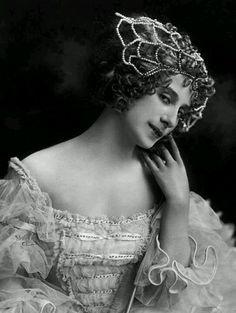 Ana Pavlova 1915. Vintage Photos Women, Vintage Photographs, Vintage Models, Ana Pavlova, Vintage Ballet, Russian Ballet, Ballet Photos, Dance Art, Dance Photography