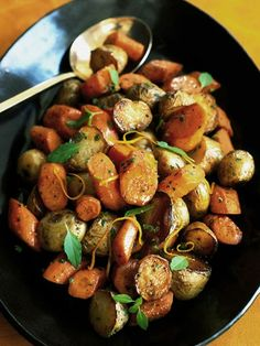 Easter side dish: Roasted Potatoes and Carrots with Citrus http://www.ivillage.com/easter-menu-ideas/3-b-55138#55142